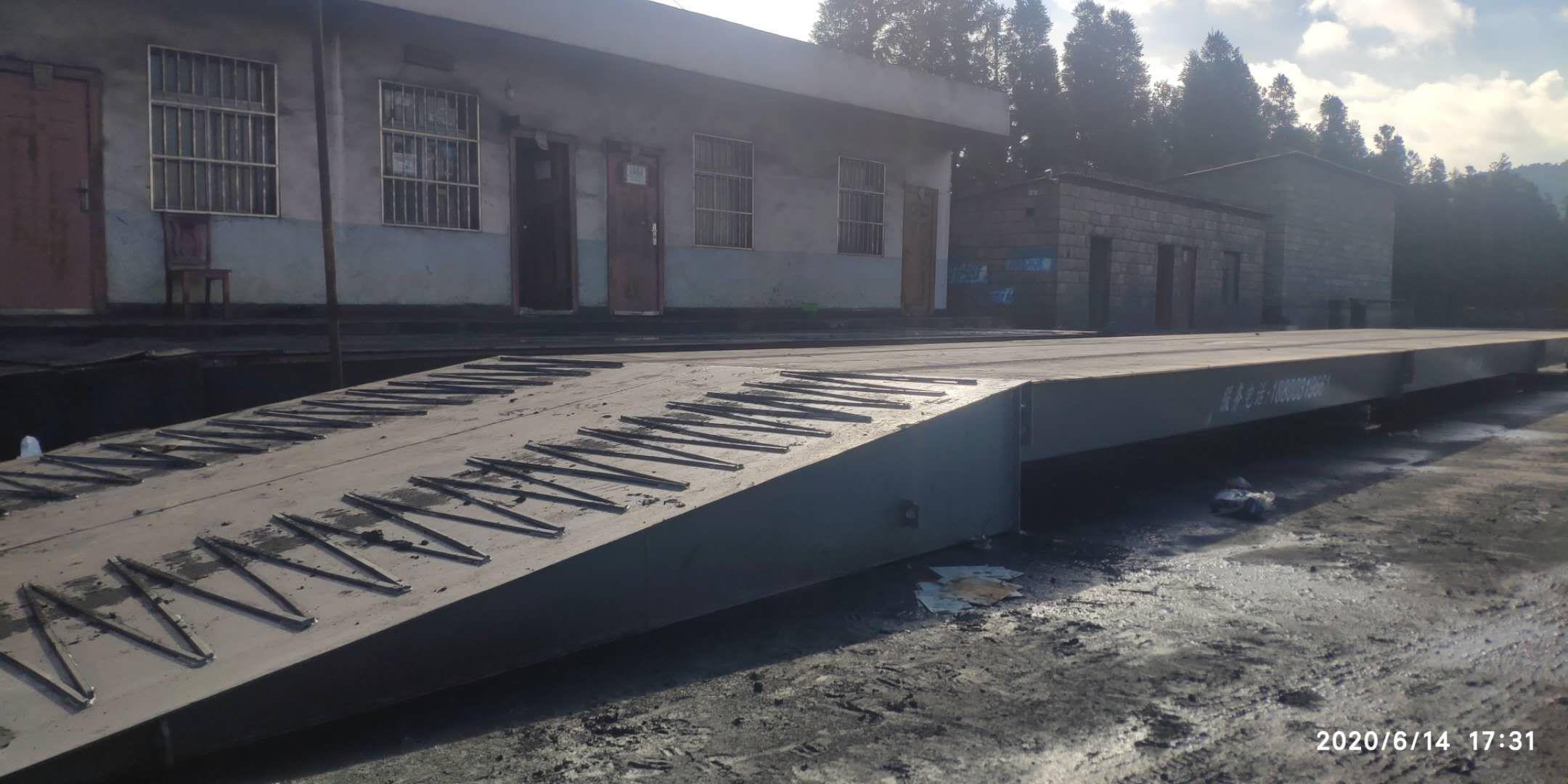 山西猫儿沟煤矿3-20米150吨带钢结构斜坡地磅案例